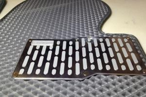 Алюминиевые подпятники для автоковриков