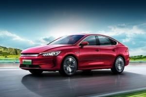 «Зеленый» седан BYD Qin Plus EV с тремя батареями на выбор