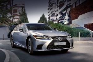 Стала известна цена в рублях на Lexus LS